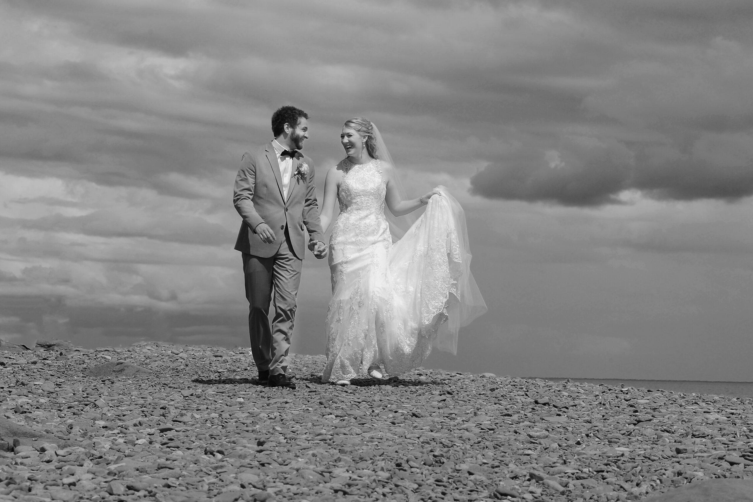 bride and groom at Split Rock Lighthouse